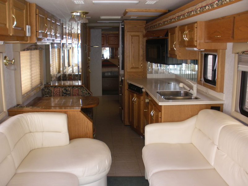 2000-Country-Coach-Allure-Front-View