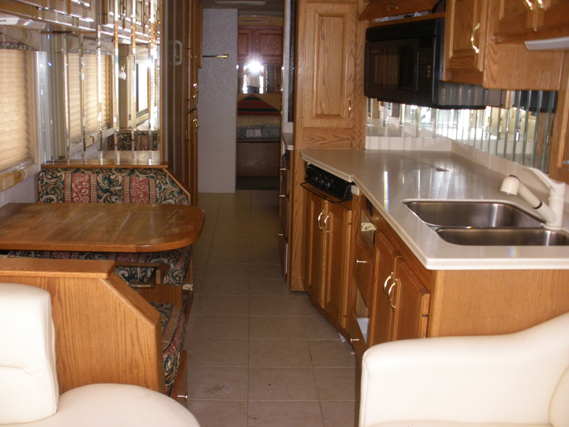 2000-Country-Coach-Allure-Kitchen