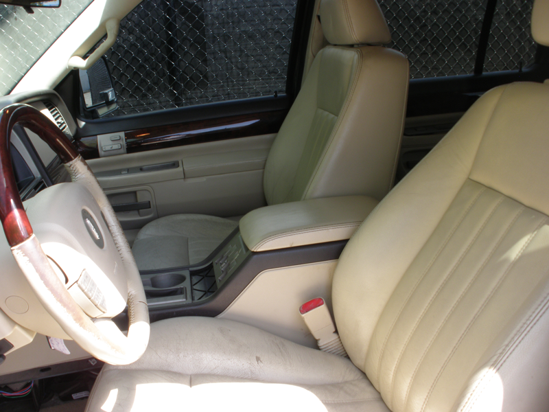 Lincoln-Aviator-Front-Seats