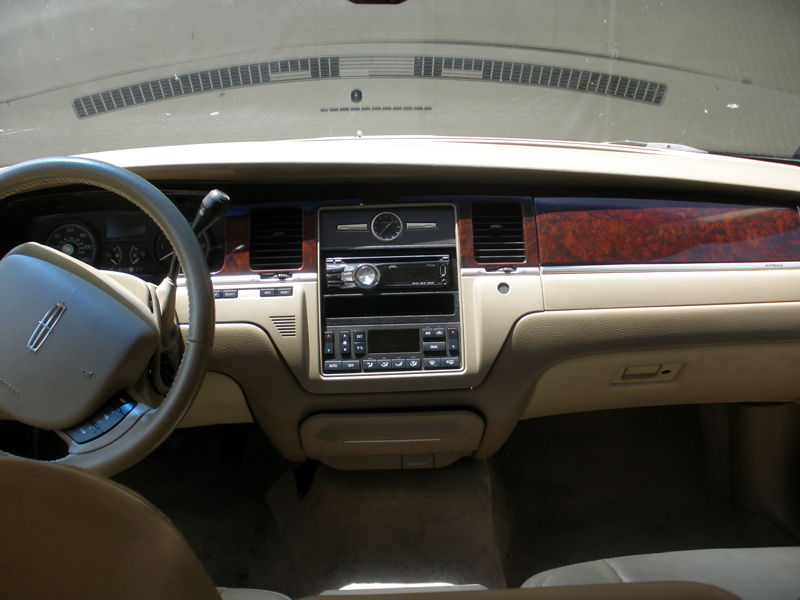 2006-Lincoln-Towncar-Dash