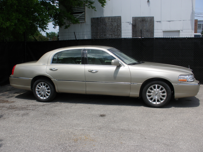 2006 Lincoln Towncar – Rebuilt Salvage | Alliance Worldwide Distributing