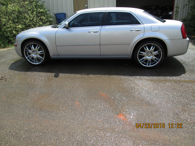 WNC---26-13-FBI-004092-2006-CHRYSLER-300M-SEDAN-(3)