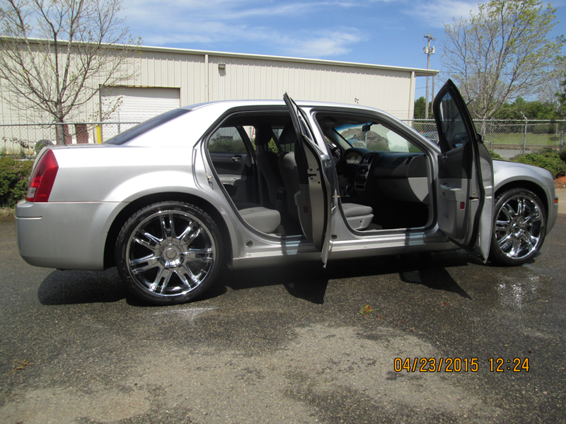 WNC---26-13-FBI-004092-2006-CHRYSLER-300M-SEDAN-(7)