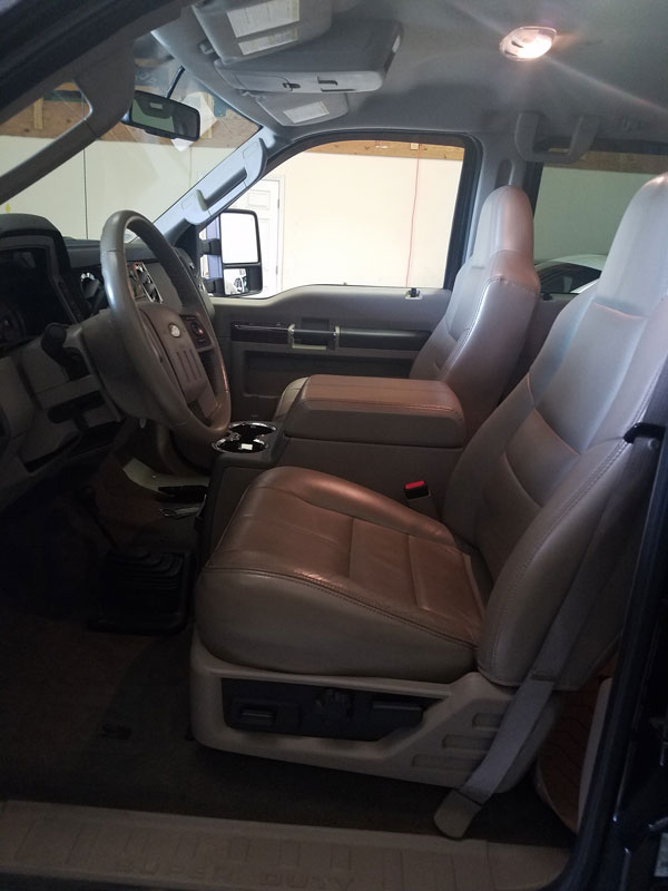 wnc-64-2010-ford-f-350-dully-15-fbi-002752-front-seats